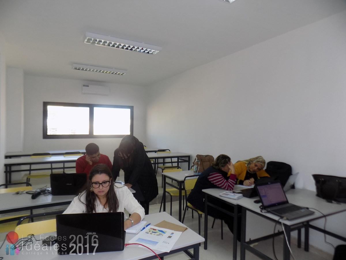 Formation continue des professeurs sur les Tableaux Interactifs